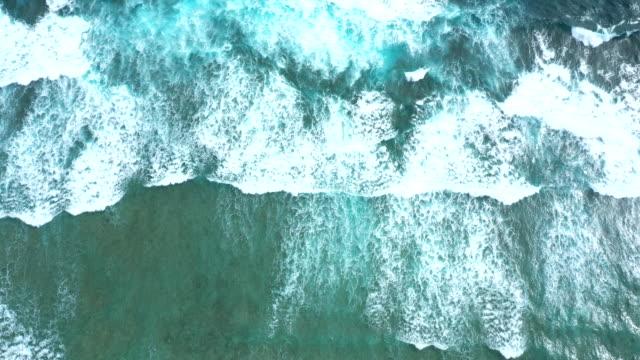 luftaufnahme der wellenmuster - tranquility stock-videos und b-roll-filmmaterial