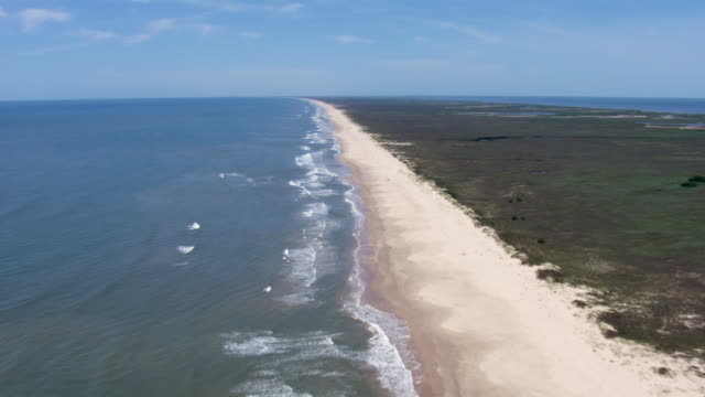 vidéos et rushes de aerial view of waves crashing on matagorda peninsula beach, texas. - gulf coast states