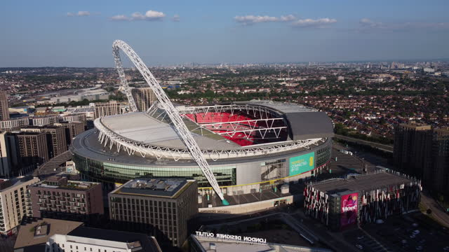 stockvideo's en b-roll-footage met aerial view of wembley stadium and arch. tracking shot. - english football association
