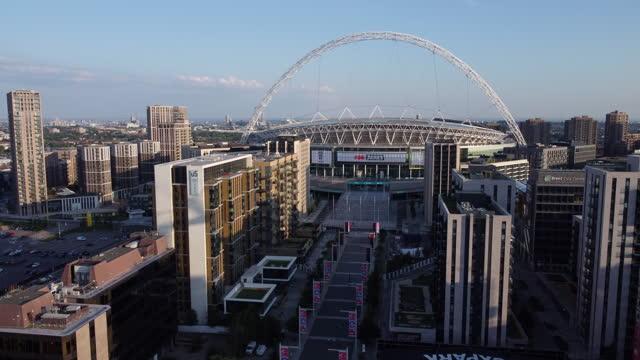 stockvideo's en b-roll-footage met aerial view of wembley way, stadium and arch. tracking -in. - english football association