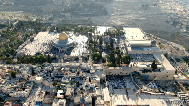 aerial view of western wall in the old city of jerusalem, temple mount, dome of the rock and al-aqsa mosque with both jewish and muslim prayers - old town stock videos & royalty-free footage