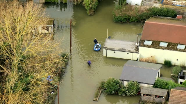 aerial view of widespread river floodwater england uk - überschwemmung stock-videos und b-roll-filmmaterial