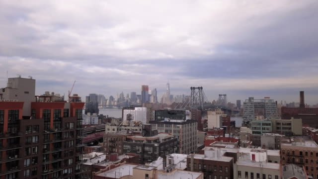 vídeos de stock, filmes e b-roll de aerial view of williamsburg brooklyn - brooklyn new york