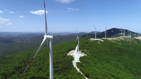 風力タービンの空中ビュー - 風力発電点の映像素材/bロール