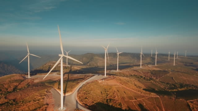 stockvideo's en b-roll-footage met luchtfoto van windturbines - energie industrie
