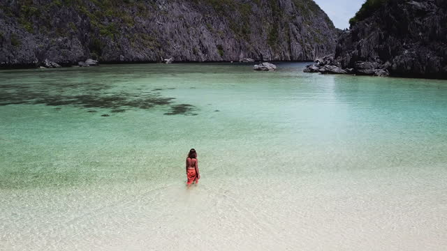 aerial view of woman with sarong in a lagoon, el nido, philippines - パレオ点の映像素材/bロール