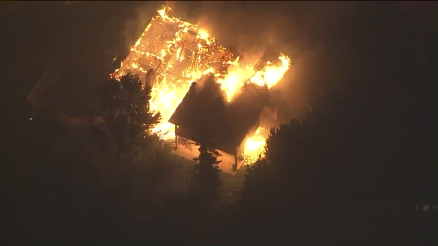 ktla aerial view of woolsey fire burning homes the entire city of malibu are under evacuation as the woolsey fire continues to burn and residents... - malibu stock videos & royalty-free footage