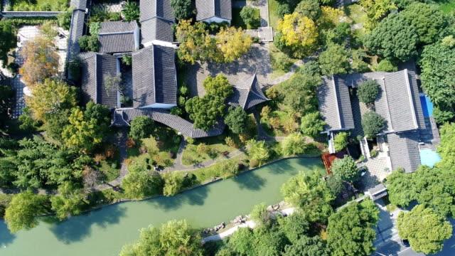 vidéos et rushes de aerial view of wuxi donglin academy - canal eau vive