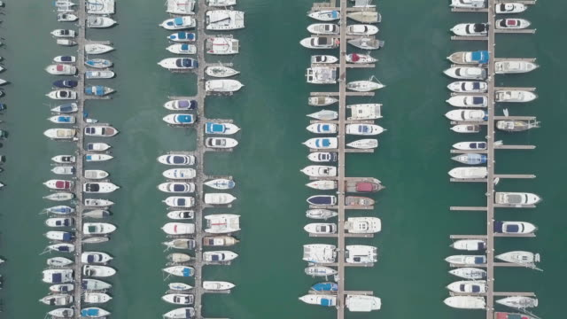 aerial view of yacht and sailboat parking - top capo di vestiario video stock e b–roll