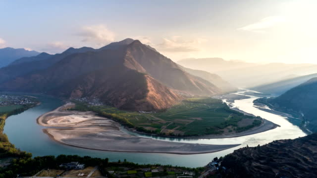 Aerial View Of Yangtze River First Bay - Time Lapse