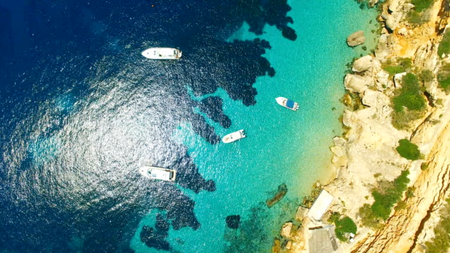 vídeos y material grabado en eventos de stock de aerial view of yatch in amazing, unspoiled and idyllic beach - transparente