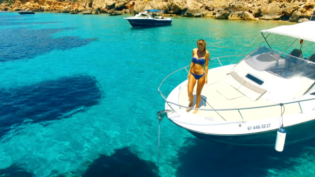 aerial view of yatch in amazing, unspoiled and idyllic beach - silvestre video stock e b–roll