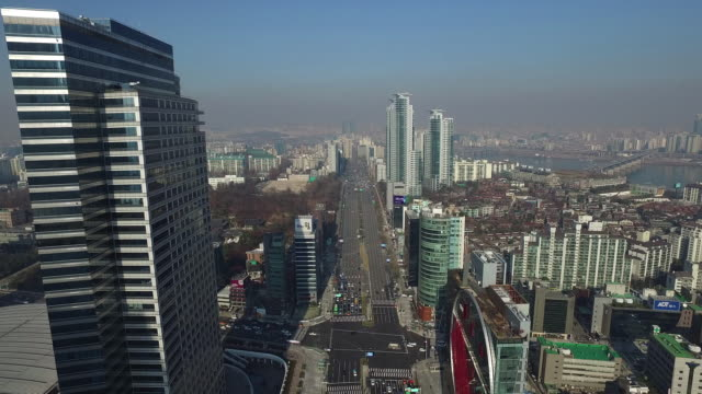 aerial view of yeongdongdaero road with asem tower trade center at gangnam - ソウル点の映像素材/bロール