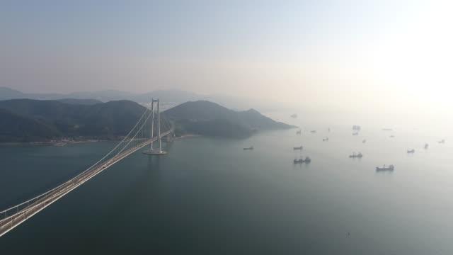 aerial view of yi-sunsin bridge (the bridge between yeosu and gwangyang) - 水の形態点の映像素材/bロール