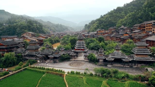 vídeos y material grabado en eventos de stock de vista aérea de la aldea de zhaoxing dong por la mañana, guizhou, china - ciudad prohibida