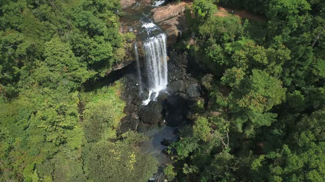 aerial view of zillie falls, cairns queenslands - drone 4k clip - ultra high definition television stock videos & royalty-free footage