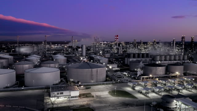 ws aerial view oil refinery at dusk - refinery stock videos & royalty-free footage