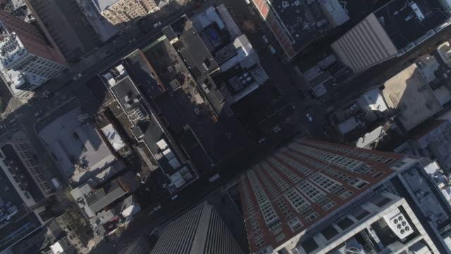 aerial view on the streets in downtown philadelphia, pennsylvania. panning camera motion. - philadelphia pennsylvania stock videos & royalty-free footage