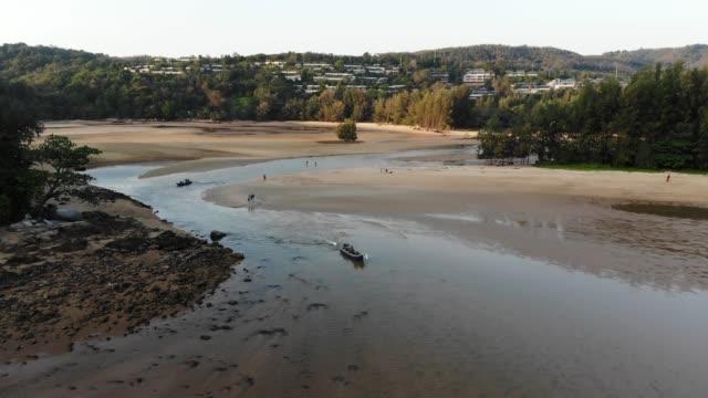 vídeos de stock e filmes b-roll de aerial view or top view of long-tailed boat - mar de andamão