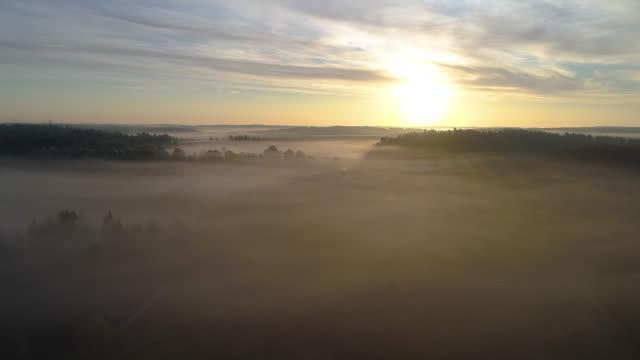 flygfoto över ett dimmigt landsbygdslandskap - remus kotsell bildbanksvideor och videomaterial från bakom kulisserna