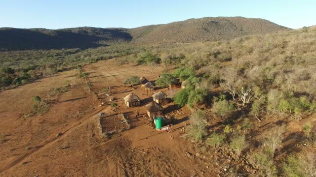 Luchtfoto uitzicht over een klein Afrikaans dorp