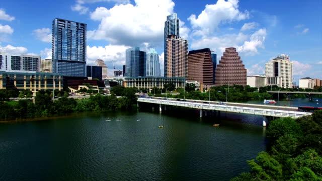 vídeos de stock e filmes b-roll de aerial view over austin texas with the perfect skyline cityscape shot over the colorado river - town