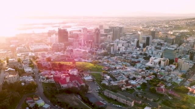 ケープタウン、南アフリカ共和国の空撮 - テーブルマウンテン国立公園点の映像素材/bロール