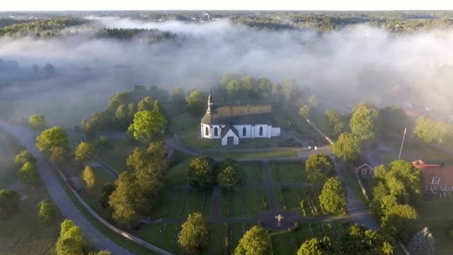 stockvideo's en b-roll-footage met luchtfoto uitzicht over de kerk - kerk