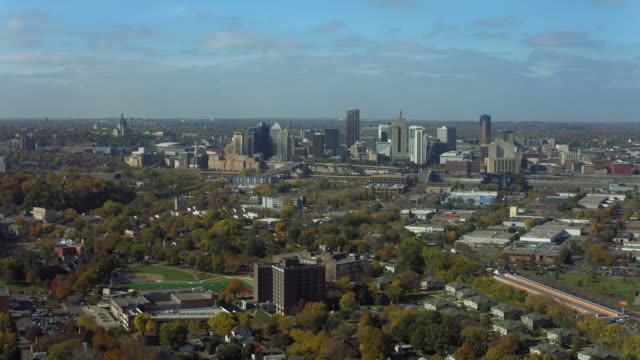 stockvideo's en b-roll-footage met aerial view over city of st paul minnesota - st. paul minnesota