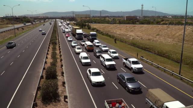 混雑している高速道路を空撮