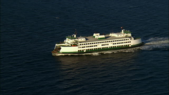 stockvideo's en b-roll-footage met aerial view over ferry in puget sound / washington state - noordelijke grote oceaan
