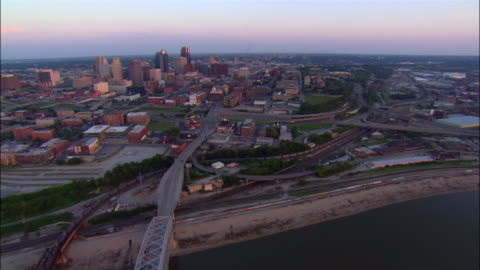 aerial view over hannibal and broadway bridges crossing the missouri river / downtown kansas city in background / dusk / kansas city, missouri - missouri stock videos & royalty-free footage