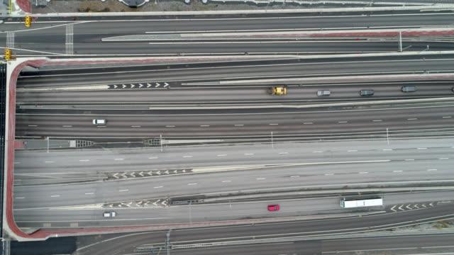 flygvy över motorväg i stockholm - remus kotsell bildbanksvideor och videomaterial från bakom kulisserna