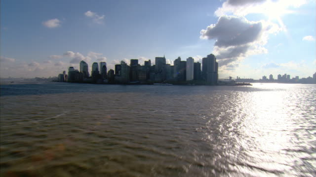 aerial view over hudson river towards lower manhattan / new york, new york - 島点の映像素材/bロール