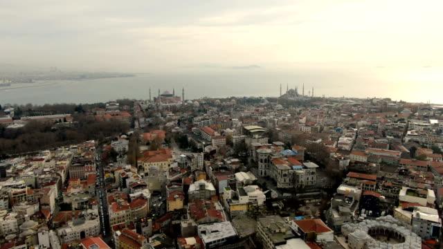 stockvideo's en b-roll-footage met aerial view over istanbul, turkey the grand bazaar-historic sprawling network of indoor souks & market streets peddling leather, jewellery & gifts - turkey - grote bazaar van istanboel istanboel
