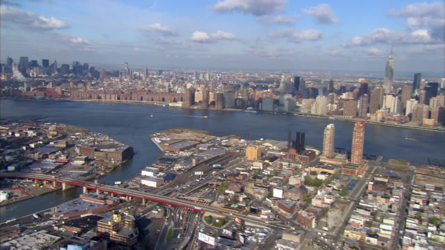 aerial view over long island city, queens and greenpoint, brooklyn towards east side of manhattan / new york city, new york - queens stock-videos und b-roll-filmmaterial