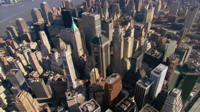 vídeos de stock, filmes e b-roll de aerial view over lower manhattan / new york, new york - wall street