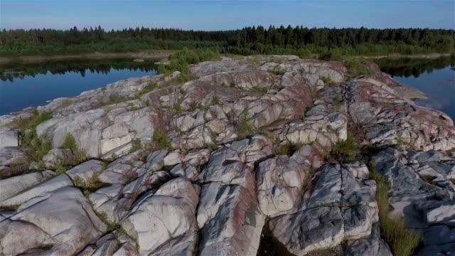Flygfoto över stenbrottet sjö