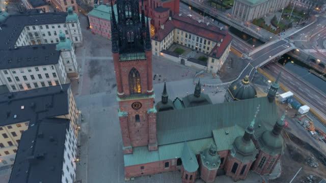 aerial view over riddarholmen church in stockholm - remus kotsell bildbanksvideor och videomaterial från bakom kulisserna