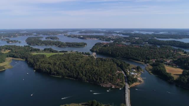 luftaufnahme über dem stockholmer archipel - stockholm stock-videos und b-roll-filmmaterial