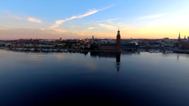 stockvideo's en b-roll-footage met luchtfoto over het stadhuis van stockholm - horizon