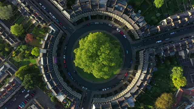 aerial view over the georgian housing of the circus, bath, somerset, england - ジョージア調点の映像素材/bロール