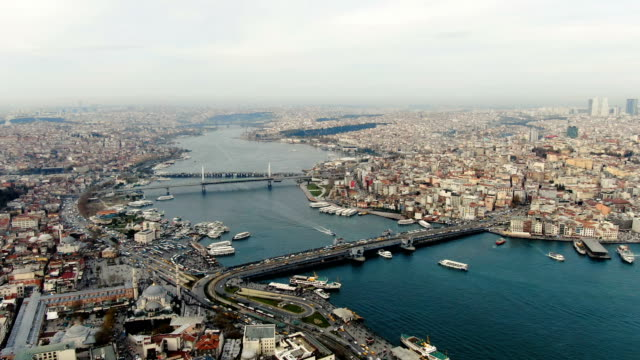 vidéos et rushes de aerial view over the golden horn, horn-shaped estuary, the primary inlet on the bosporus, featuring a bustling commercial hub & parks-  istanbul, turkey - istanbul