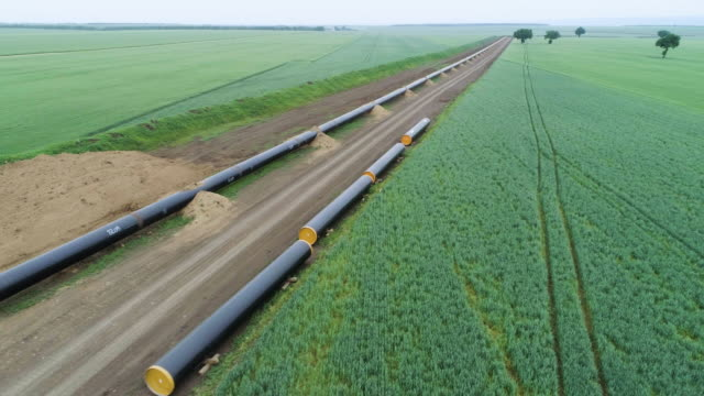 vídeos de stock e filmes b-roll de aerial view over the south stream pipeline lng oil gas equipment. a construction site of a natural gas plant. - sustentabilidade