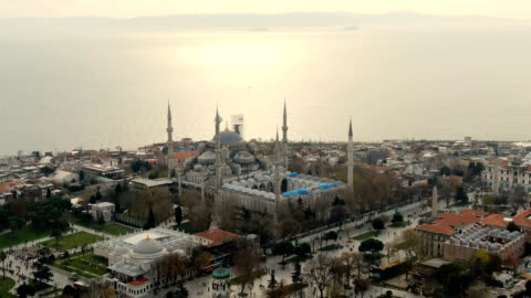 aerial view over the sultan ahmet mosque, also known as the blue mosque, built in 1616 & containing its founder's tomb-  istanbul, turkey - スルタンアフメト・モスク点の映像素材/bロール