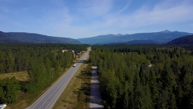 aerial view over the yellowhead highway near little fort and clearwater, british columbia, canada, north america - zweispurige strecke stock-videos und b-roll-filmmaterial