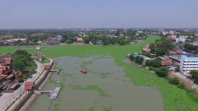 vídeos de stock, filmes e b-roll de aerial view over wat phanan choeng is a buddhist temple in the city of ayutthaya thailand on the east bank of the chao phraya river at the... - rio chao phraya