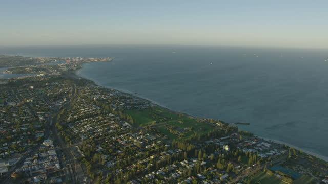aerial view perth coastal suburb cottesloe western australia - フリーマントル点の映像素材/bロール