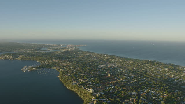 aerial view perth suburbs peppermint grove and cottesloe - フリーマントル点の映像素材/bロール