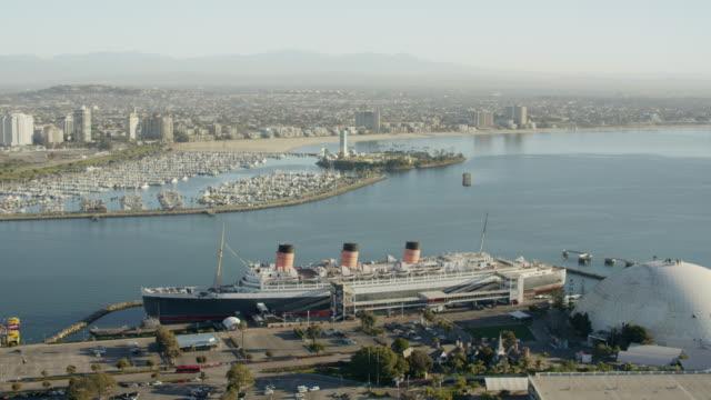 vídeos de stock e filmes b-roll de aerial view queen mary liner long island california - long beach califórnia